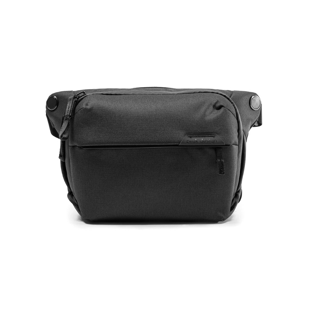 Esta mochila de lona prática inclui um design minimalista e